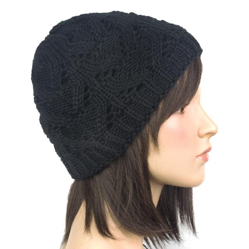 Klasyczna zimowa czapka damska z ażurowym splotem: czarna
