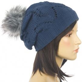 Ażurowa czapka zimowa z futrzanym pomponem – jeansowa niebieska