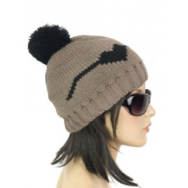 Damska czapka zimowa z pomponem – cappuccino