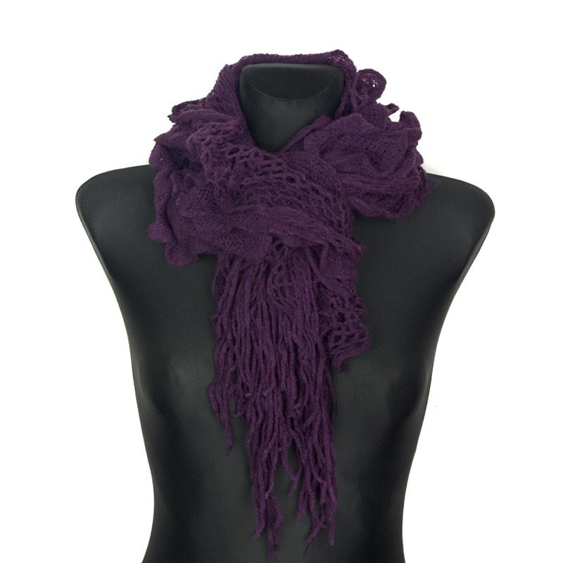 Puszysty ażurowy szal – śliwkowy fiolet